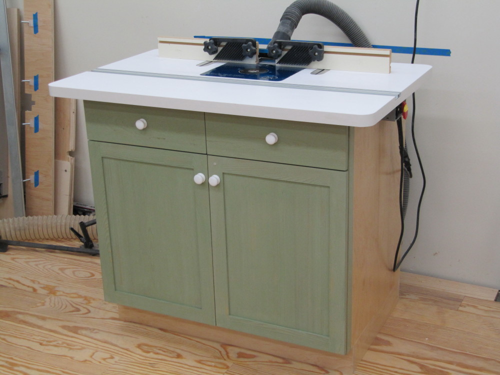 Router table cabinet complete twstud 39 s musings for Router table and router